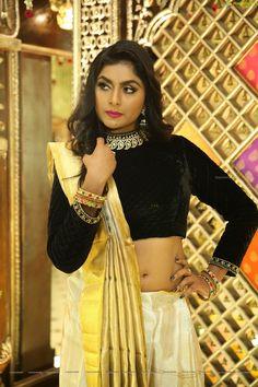 Velvet Tops, Sari, Actresses, Crop Tops, Navel, Women, Fashion, Saree, Female Actresses
