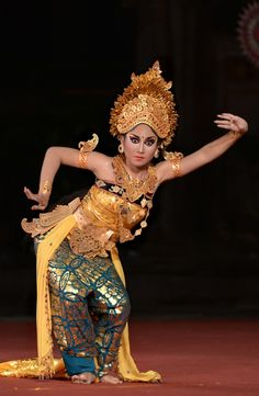 Agem Seorang Penari I 💗 Balinese Girls Happy Feet Dance, Kebaya Bali, Indonesian Art, Exotic Dance, Traditional Fashion, Black Women Art, Hot Dress, Balinese, World Cultures