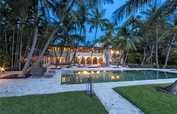 Miami Beach luxury properties and real estate. Browse the latest luxury homes in Miami Beach from the leading real estate brokers of the world. Miami Beach, Miami Florida, South Florida, Palm Beach, Celebrity Homes For Sale, Celebrity Houses, Jenny From The Block, Floride Usa, Houses In America