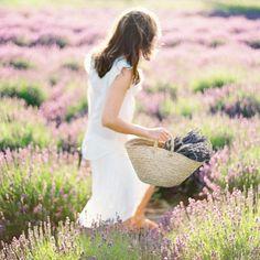 La primavera es un gran campo de flores, y el polen, ese gran activo que acabará manchando tu ropa tras un paseo idílico ¿Sabes cómo quitar las manchas?