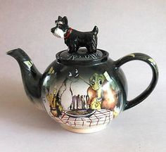 Disney showcase cardew teapot scottie lady & tramp 'spaghetti dinner' ltd ed Tea Pot Set, Pot Sets, Teapots And Cups, Teacups, Cute Teapot, Teapots Unique, Disney Kitchen, Tea Cozy, Lady And The Tramp