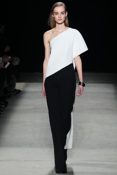 Explore the looks, models, and beauty from the Narciso Rodriguez Autumn/Winter 2015 Ready-To-Wear show in New York on 17 February 2015 New York Fashion, Fashion Week, Runway Fashion, Fashion Show, Fashion Looks, Fashion Design, Fashion Black, Narciso Rodriguez, New Yorker Mode