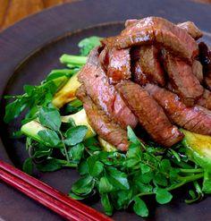 日頃の感謝の気持ちを込めて、父の日はとっておきの手料理でおもてなししませんか?ステーキ、手巻き寿司、ハンバーグカレーなど、ハズレなしの人気メニューの中から、きっと喜ばれるレシピを厳選してご紹介します♪