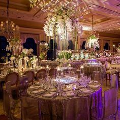 The modern floral centerpieces at this stunning @breakersweddingis absolute perfection thanks to @sarareneeevents and @alwaysflowersevents! Photo: @fredmarcusstudio | Venue: @thebreakers