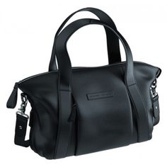 <p><strong>Function without compromising style!</strong></p><br/><p>Inspired by minimalist asymmetrical lines, the new sumptuous soft black Storksak + Bugaboo leather bag showcases a sophisticated and clean design. The changing bag can easily double as ca
