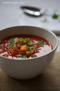 Ingenting er som ei god, varmende suppe nå som høsten har meldt sin ankomst. En lavFODMAP-suppe er ikke alltid like enkelt, spesielt siden grunnbasen i mange oppskrifter er løk og hvitløk. Det har derfor blitt litt mindre suppespising de siste årene, men jeg har funnet meg et par favoritter. Noen av dere har kanskje prøvd …