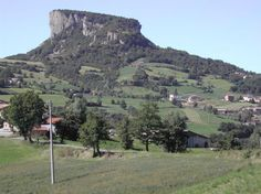 """This is to propose you an unique walking at the PIETRA DI BISMANTOVA (""""Bismantova stone""""), a geological formation in the Apennines, having the shape of a narrow, quasi-cylindrical plateau (measuring 1 km x 240 m) whose steep walls emerge c. 300 m as an isolated spur from the nearby hills. The Pietra di Bismantova is mentioned by Dante Alighieri in his Divine Comedy (Purgatory, IV, 25-30). Indulge in it!!"""