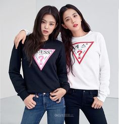 Jennie and Jisoo South Korean Women, Blackpink Debut, Best Friends Sister, Blackpink Members, Blackpink Photos, Blackpink Fashion, Jennie Blackpink, Blackpink Jisoo, Korean Model