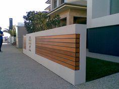 Plot tez ciekawy, polaczenie betonu i drewna.