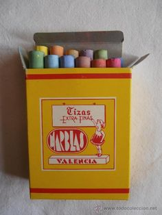 Tizas de colores. En la papelería que tenían mis padres las vendíamos
