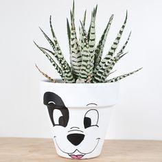 Flower Pot Art, Flower Pot Design, Clay Flower Pots, Flower Pot Crafts, Clay Pots, Clay Pot Projects, Clay Pot Crafts, Diy Clay, Painted Plant Pots