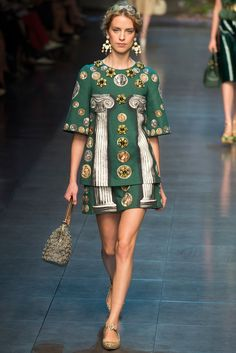 See the complete Dolce & Gabbana Spring 2014 Ready-to-Wear collection.