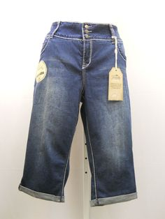 "PLUS SIZE 20W Womens Capri Jeans ROYALTY Medium Wash Straight Legs Inseam 19"" #Royalty #CapriCropped"