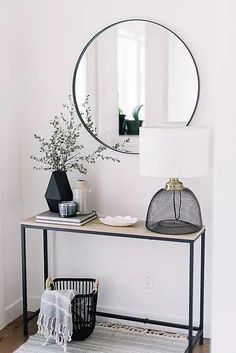 Home Decorating Ideas Living Room Entryway Ideas: Declutter Your Front Entry. Home Decorating Ideas Living Room Source : Entryway Ideas: Declutter Your Front Entry. by carolinebruker Share Decoration Hall, Decoration Entree, Room Decorations, Entryway Decor, Apartment Entryway, Hallway Entrance Ideas, Modern Entryway, Hallway Mirror, Apartment Interior