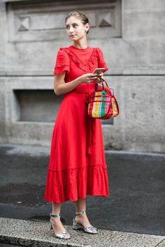 Midi Dresses for Spring Midi Dress Street Style Fashion / Fashion Week the the too Red Fashion, Modest Fashion, Women's Fashion Dresses, Daily Fashion, Fashion Beauty, Style Fashion, Fashion Spring, Milan Fashion, Womens Fashion