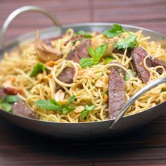 Découvrez la recette du wok de nouilles au boeuf