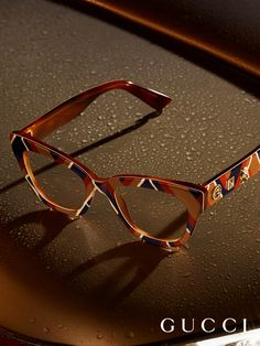 Chevron patterned glasses appear in the new Gucci Eyewear campaign. Funky Glasses, Cute Glasses, Glasses Frames, Eyeglasses For Women, Sunglasses Women, Sunglasses Sale, Gucci Eyewear, Fashion Eye Glasses, Chevron