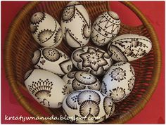Egg Tree, Egg Decorating, Line Design, Happy Easter, Painted Rocks, Easter Eggs, Knitting Patterns, Dots, Creative Ideas