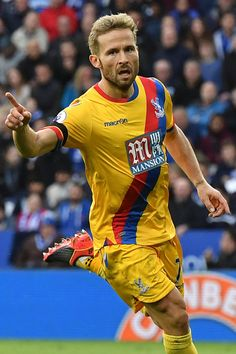 Crystal Palace's French midfielder Yohan Cabaye celebrates scoring their first goal during the English Premier League football match between Leicester City and Crystal Palace at King Power Stadium in Leicester, central England on October 22, 2016. / AFP / Ben STANSALL / RESTRICTED TO EDITORIAL USE. No use with unauthorized audio, video, data, fixture lists, club/league logos or 'live' services. Online in-match use limited to 75 images, no video emulation. No use in betting, games or single…