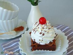 La Boheme Mono Portion Cake – a Romanian dessert - simonacallas Romanian Desserts, Following A Recipe, Pastry Shop, Great Recipes, Cake Decorating, Cooking, Cupcakes, Tea, Food