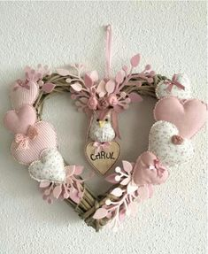 icu ~ Hacer corazones de tela by katheryn Valentine Wreath, Valentine Day Crafts, Valentine Decorations, Christmas Decorations, Valentines, Heart Decorations, Pink Christmas, Christmas Wreaths, Christmas Crafts