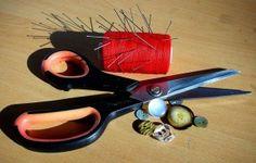 - Productos de costura y tejido  Estos productos de igual manera pueden ser muy baratos y en la mayoría de los casos no deben faltar en el hogar, estos pueden ser agujas, hilos, alfileres, palillos para tejer, cintas y muchos otros productos  - See more at: http://ferias-internacionales.com/blog/importar-productos-baratos-de-china/#sthash.cfUCklA2.dpuf