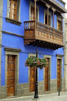 Gran Canaria, via Flickr.   Topógrafo. Land Surveyor.  Repin: Topografía BGO Navarro - Estudio de Ingeniería