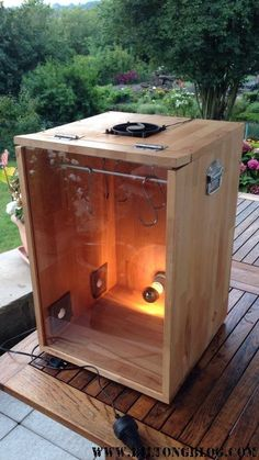 How to make a biltong box for making your own biltong or dry wors at home. Buying a dehydrator. Using your oven to make biltong at home. Meat Dehydrator, Dehydrator Recipes, Biltong Recipe Dehydrator, Charcuterie, Carne Defumada, Meat Box, Homemade Sausage Recipes, Cooking Equipment, Brewing Equipment
