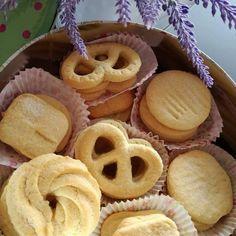 Croccanti e deliziosi, questi biscotti da gustare accompagnati da una tazza di thè. Biscotti Biscuits, Biscotti Cookies, Galletas Cookies, Danish Biscuits, Bakery Recipes, Cookie Recipes, Cake & Co, Dessert Dishes, Italian Cookies