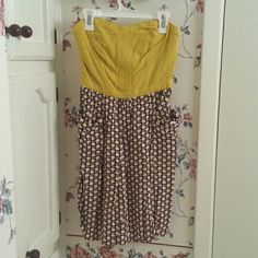 Strapless dress from Target Strapless dress that has an apple print on the skirt with pockets.  Super cute and perfect for fall!  Send me an offer! Xhilaration Dresses Strapless