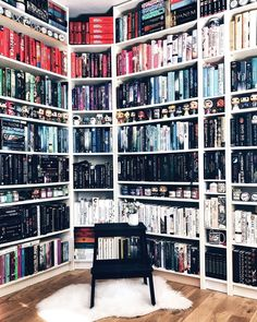 books about giving Bookshelf Inspiration, Library Inspiration, Home Library Design, Dream Library, Future House, My House, Home Libraries, Book Aesthetic, World Of Books