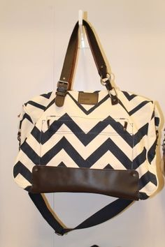 I ♥ this nixon chevron overnight bag Mode Style, Style Me, Oakley, Fashion Moda, Womens Fashion, Chevron Bags, Baby Time, Passion For Fashion, Purses And Bags