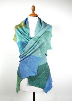 Wow Schal für Frauen, Stola in Blau- und Grüntönen, Unikat, Sommerschal, Geschenk für Frauen Knitting Accessories, Etsy, Fashion, Summer Accessories, Shawl, Gifts For Women, Blue, Moda, Fashion Styles