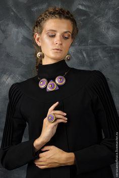 Купить или заказать Колье 'Твид.Фиолет' в интернет-магазине на Ярмарке Мастеров. Колье из новой осенней коллекции Твид, выполнено из полимерной глины. Кожаный шнур отстегивается с двух сторон и может быть любой необходимой длины.