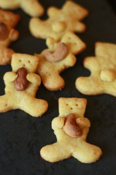 """- Salty biscuits """"little bears"""" with parmesan cheese and Espelette chili """"These are MY nuts !!!"""" - - Petits oursons sablés au parmesan et piment d'Espelette """"Touche pas à mes noix!"""" pour l'apéro -"""