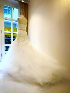 Wedding Gown Window Display #étoffe #hongkongcentral #eveningwear #wedding #weddinggowns #windowdisplay #highendfashion #boutiques #womensfashion