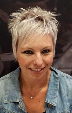 In-Salon Short Crop and colour by Pasquale Owner and Premier Stylist Janine Gough. For an Appointment with this Short Hair Expert phone 011 391 3105/6 TODAY www.pasquale.co.za #pasquale #crop #shorthair #silverhair #salon #kemptonpark