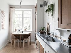 Cozy home finished with wood accents - via Coco Lapine Design Blog