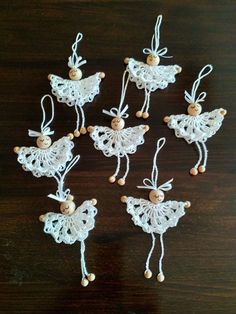 Crochet Christmas Decorations, Crochet Ornaments, Christmas Crochet Patterns, Holiday Crochet, Crochet Snowflakes, Christmas Knitting, Crochet Crafts, Yarn Crafts, Crochet Projects