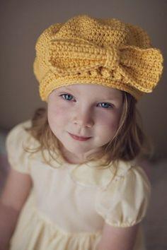Kız çocukları için örgü şapka modeli