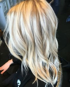 This but the lowlite needs to be a caramel color Love Hair, Great Hair, Gorgeous Hair, Gorgeous Blonde, Blonde Balayage, Blonde Highlights, Hair Color And Cut, Hair Today, Hair Dos