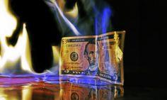 """""""Сорош осудио долар на смрт""""  Америчку валуту у догледно време, изгледа, не чека ништа добро. Амерички милијардер Џорџ Сорош, који има беспрекоран """"њух"""" за све врсте финансијских превирања, убрзано распродаје доларска средства откупљујући злато и компаниј�"""