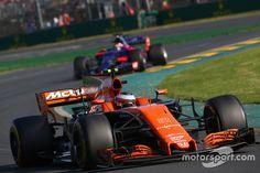 Stoffel Vandoorne, McLaren MCL32 Formula 1, Racing, Running, Auto Racing