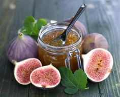 This flavorful fig relish is made with caramelized onions, balsamic vinegar and brown sugar. Jam Recipes, Greek Recipes, Dessert Recipes, Sangria, Homemade Fig Jam, Glass Baking Pan, Fig Newtons, Greek Desserts, Fresh Figs