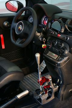 The Abarth 695 Biposto has a raw mechanical gear lever which is specially designed for racing purposes. When its has to change gears, there is no need to control the clutch, only a rough pull or push to the gearknob will do.