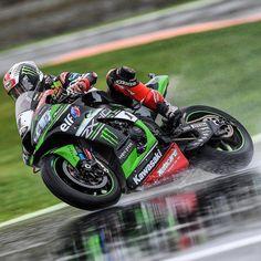 """""""Mi piace"""": 1,070, commenti: 7 - WorldSBK Italia (@sbk_italia) su Instagram: """"2017 Superbike World Champion! 🏆🏆🏆 #FrenchWorldSBK • Ph: @krt_worldsbk • • #WorldSBK #Superbike…"""""""