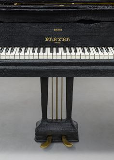 old black grand piano pleyel