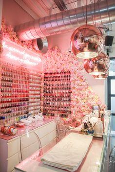 Home Nail Salon, Nail Salon Design, Nail Salon Decor, Hair Salon Interior, Salon Interior Design, Pink Nail Salon, Makeup Studio Decor, Spa Room Decor, Beauty Room Decor