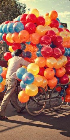 balloon vendor in India