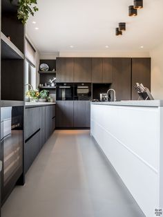 Modern Kitchen Design – Want to refurbish or redo your kitchen? As part of a modern kitchen renovation or remodeling, know that there are a . Kitchen Furniture, Kitchen Interior, Kitchen Decor, Beautiful Kitchens, Cool Kitchens, Modern Kitchen Lighting, Luxury Kitchen Design, Minimalist Kitchen, Kitchen On A Budget